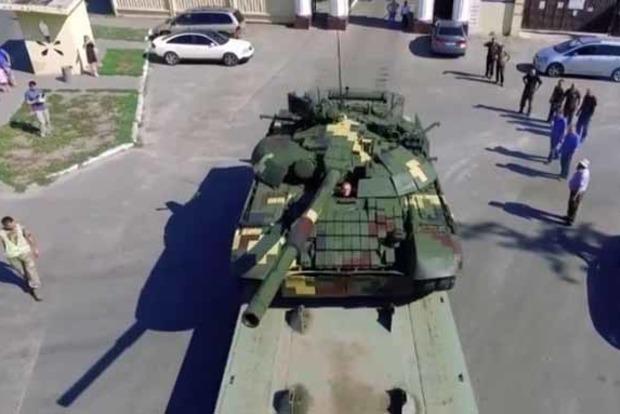 Порошенко презентовал модернизированный танк Т-72А