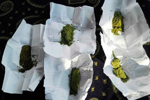 Под Одессой водитель маршрутки курил марихуану на работе