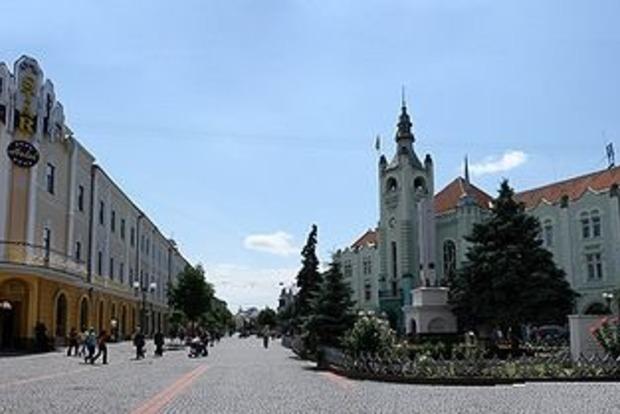 Зарплаты чиновников Мукачевского горисполкома шокировали местных жителей