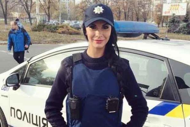 Самая сексуальная коп Украины оголилась перед камерой