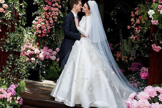 Миранда Керр в свадебном платье «закосила» под Грейс Келли