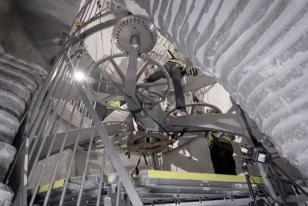 Миллиардер строит в Техасе огромные часы за $42 млн