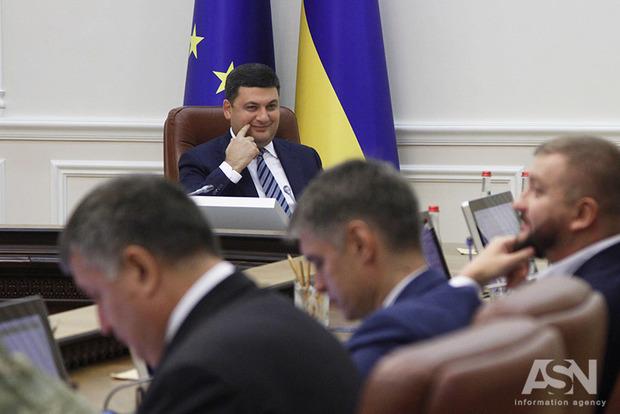 Гройсман объявил о вероятном повышении средней зарплаты вгосударстве Украина