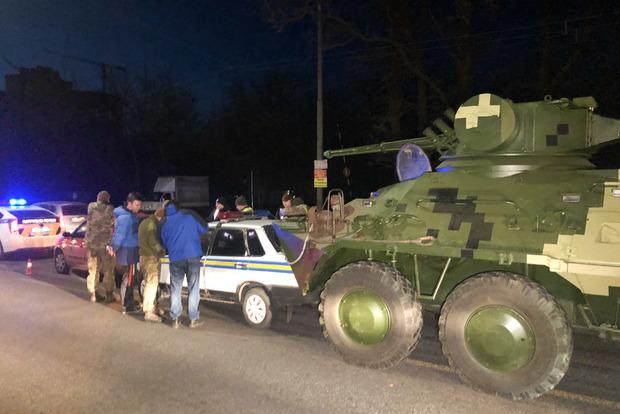 В Киеве БТР растрощил машину военной инспекции