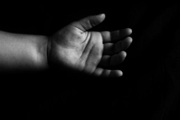 Неистово наносила удары: 16-летняя девушка сама родила и убила младенца