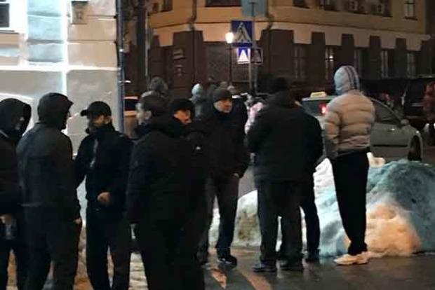 На Контрактовой площади в Киеве титушки устроили мародерский шабаш
