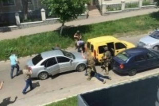 Трое житомирских полицейских торговали наркотиками