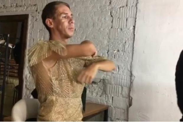 Скандальный Алексей Панин снова надел дамское  платье: Панин, платье, шок