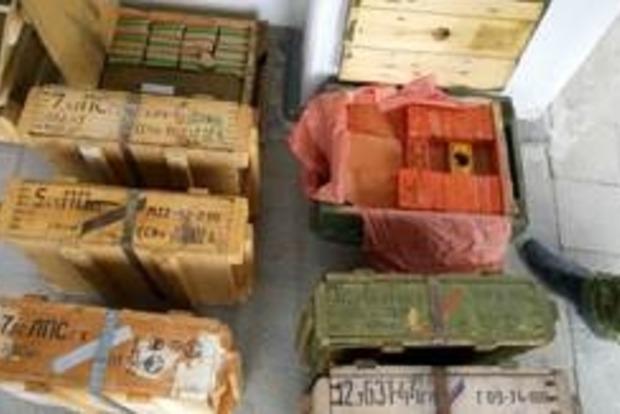 В Луганской области найден крупный тайник с оружием и боеприпасами