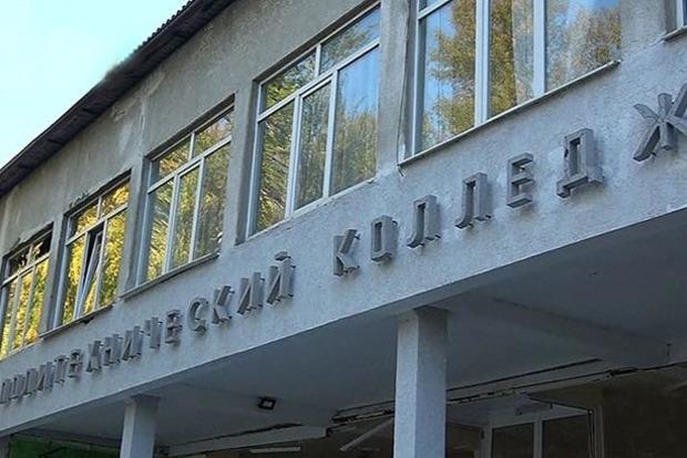 Студенты керченского колледжа впервые после расстрела вышли на занятия