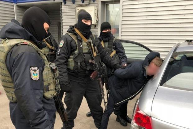 Задержаны чиновники Миграционной службы, торговавшие биометрическими паспортами