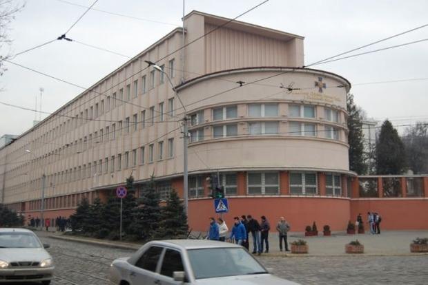 Во Львове возле управления СБУ ищут бомбу