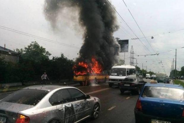 Во Львове сгорел троллейбус