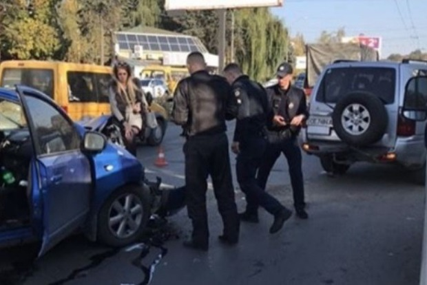 Кума, ты жива?: Украинка протаранила джип, ведя прямой эфир за рулем