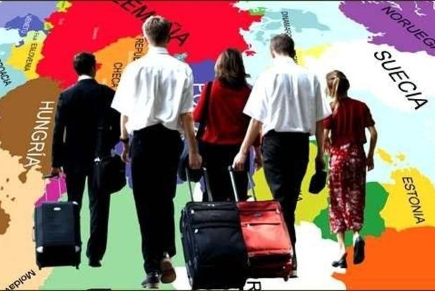На 400% выросло количество украинцев, желающих эмигрировать, - эксперт