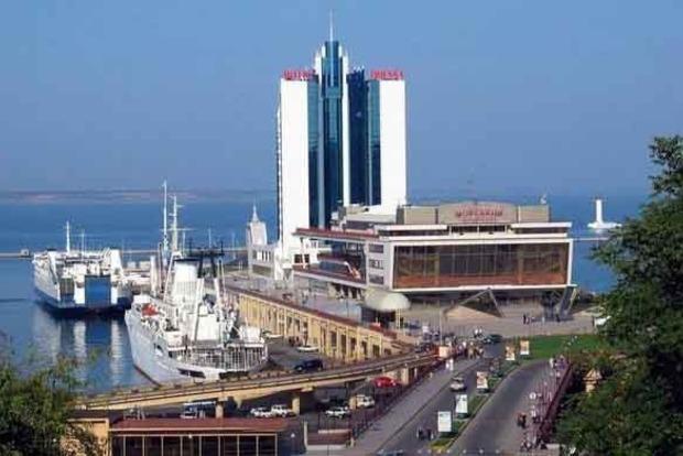 Из порта Одессы уходит крупнейший в мире контейнерный перевозчик