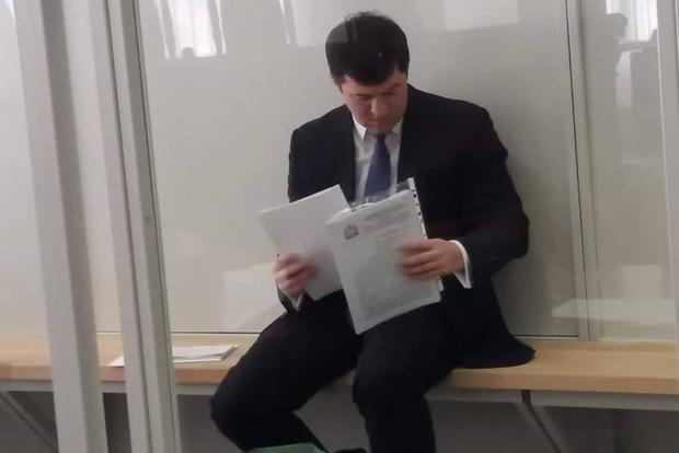 Насиров пришел в Апелляционный суд на своих ногах и в строгом костюме