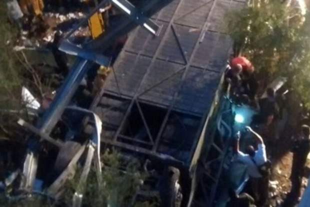 Автобус в Аргентине упал в овраг, много погибших