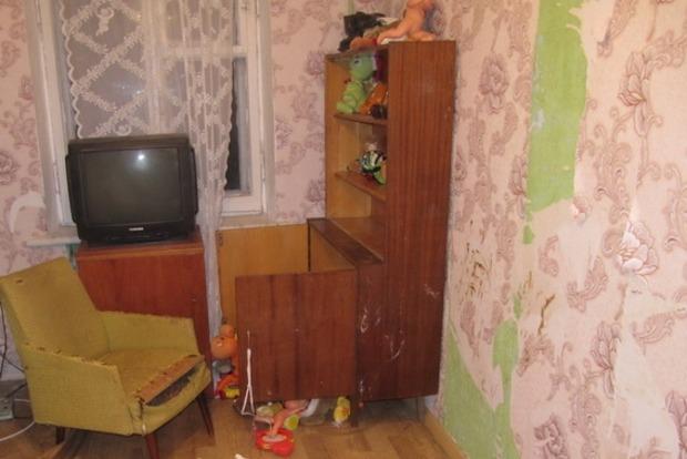 В Киеве мать заперла детей в квартире на 9 дней. Мальчик - умер, девочка в состоянии дистрофии