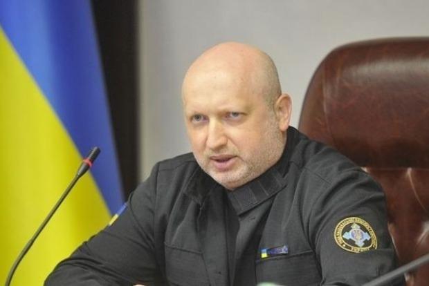 Турчинов рассказал, как отдал приказ бомбить аэропорт Донецка