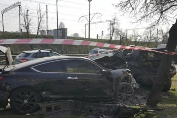 В Киеве столкнулись два автомобиля: есть погибшие