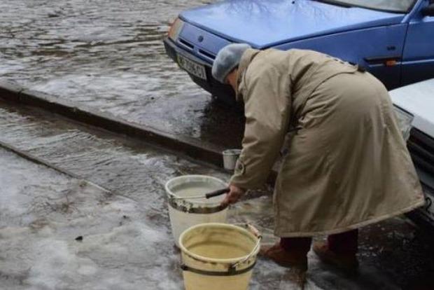 Снегопады в Украине: Мариуполь и семь городов Донбасса остались без воды
