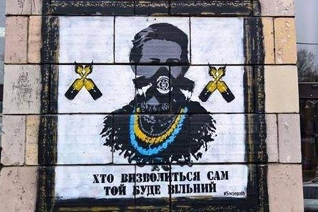 Революционные граффити времен Евромайдана стерли со стены дома в центре Киева