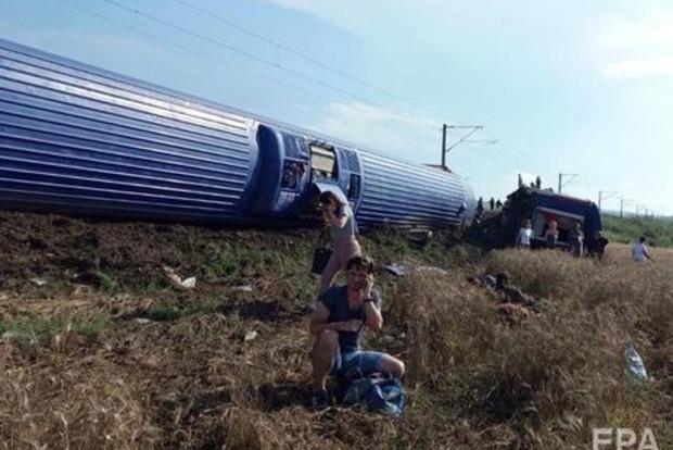 Катастрофа потяга в Туреччині забрала життя 10 людей, багато поранених