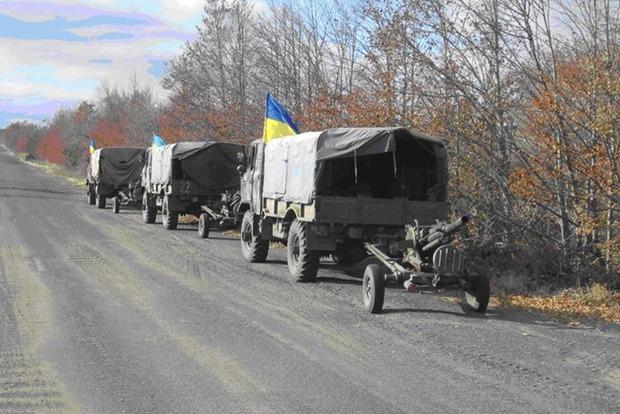 В пресс-центре АТО подтвердили, что отводили вооружение синхронно с боевиками