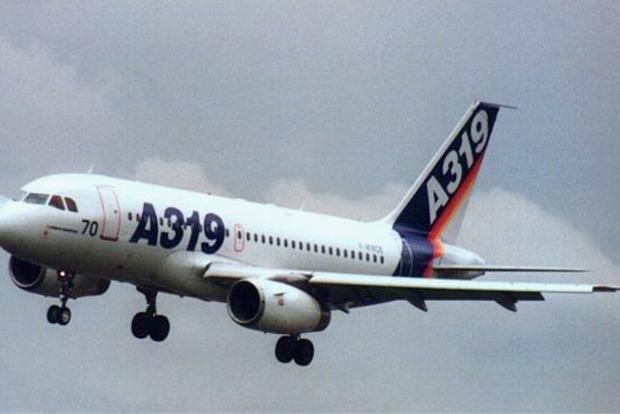 Самолет из Киева экстренно сел в Самаре из-за пьяного пассажира, ударившего свою жену