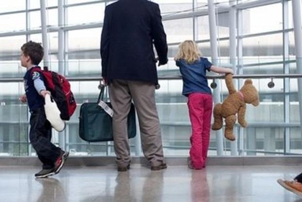 Можно ли вывезти ребенка за границу, если один из родителей против?