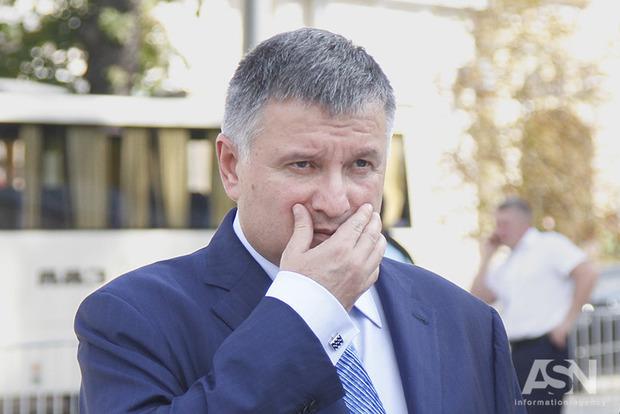 Аваков обещает перестрелять и передушить всех, кто полезет в Украину
