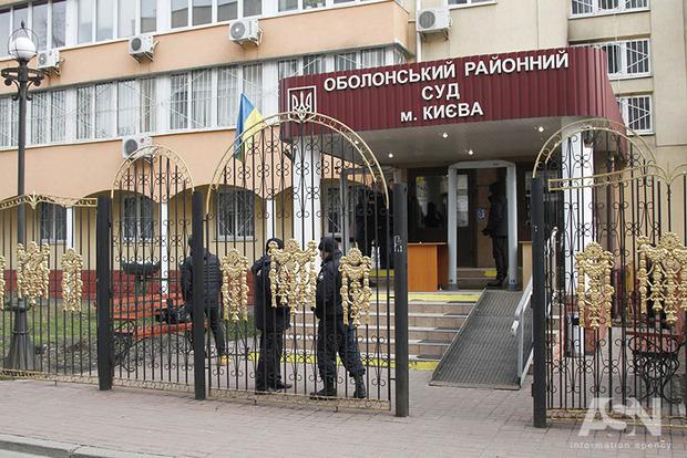 Порошенко прокомментировал раздевание женщин в Оболонском суде
