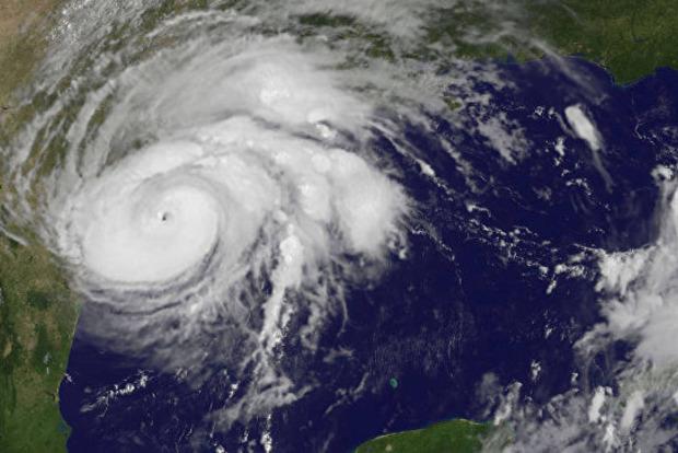 Из-за мощного урагана Трамп ввел режим ЧС в еще одном штате