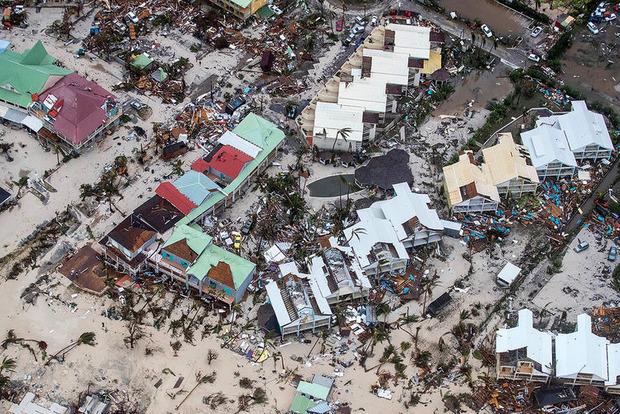 Власти Франции вводят режим катастрофы из-за урагана