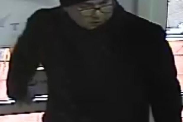 Полиция показала фото подозреваемого в ряде ограблений банков в Киеве