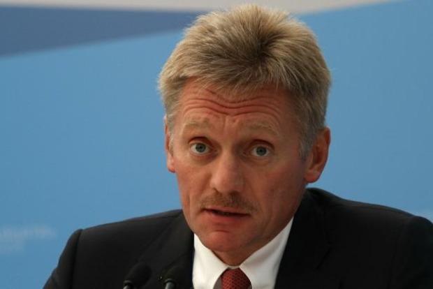 В Кремле прокомментировали обвинения в координации Кремлем действий фанатов на Евро