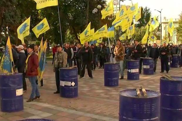 «Евробляхи» продолжают блокировать парламент и создавать пробки на дорогах