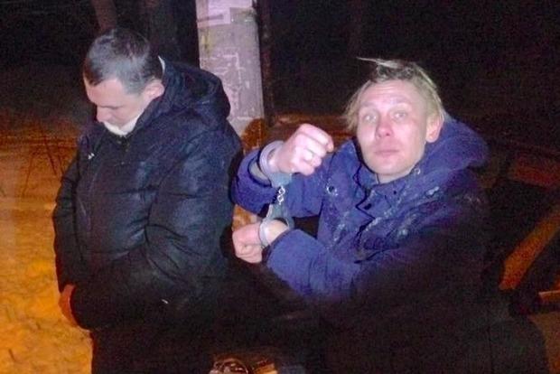 В Киеве таксиста пытались задушить и выбросили из автомобиля