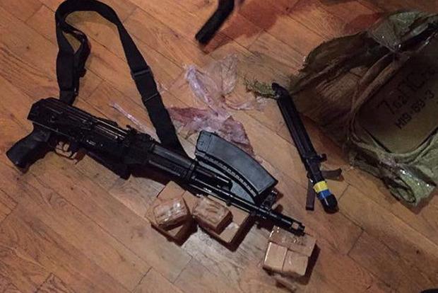 У одного «прорвавшегося» вместе с Саакашвили в квартире нашли оружие и боеприпасы
