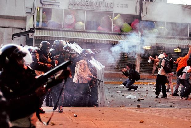 Протесты в Венесуэле: Полиция убила еще одного протестующего