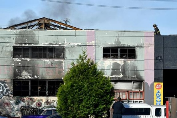В арт-студии в Окленде сгорели заживо более 30 человек