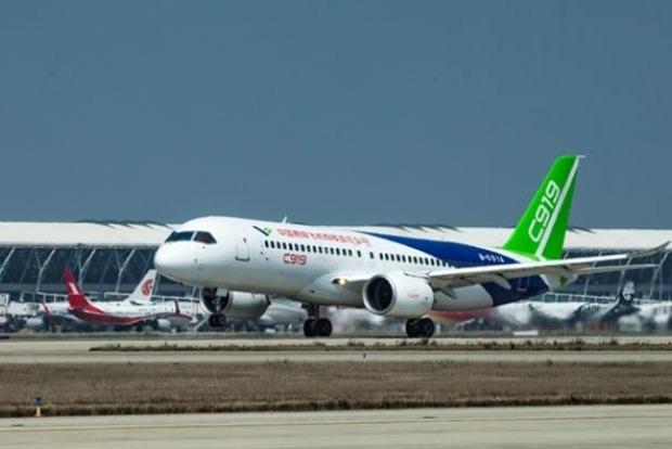 Совершил первый полет китайский самолет-конкурент Boeing и Airbus