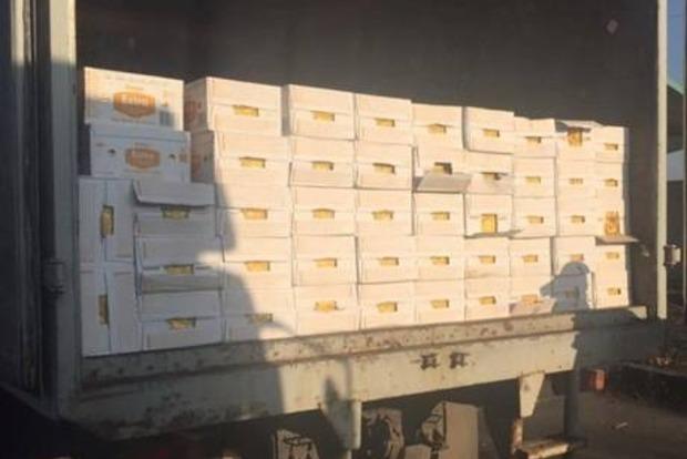 В зоне АТО задержали три грузовика с товарами