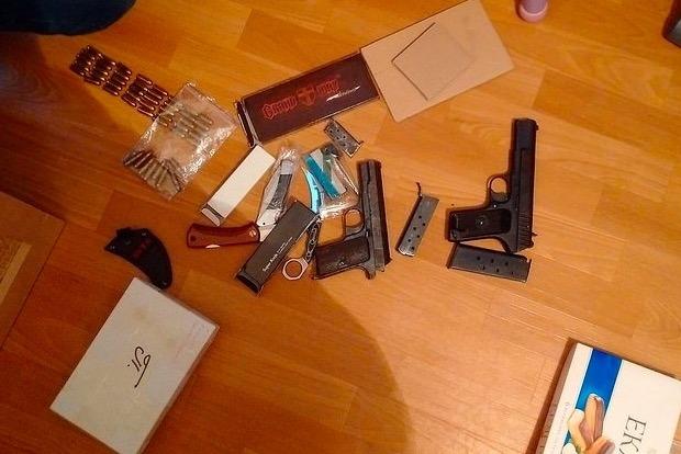 У киевлянина изъяли целый арсенал оружия: винтовки, пистолеты и револьверы
