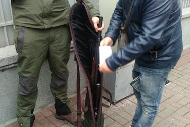 Полиция выяснила личность снайпера, шедшего с оружием под Раду