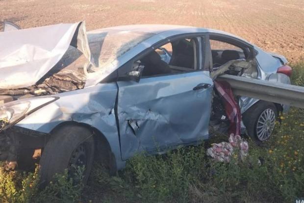 Жуткое ДТП на трассе Киев-Одесса. Женщина врезалась в отбойник, ее сын погиб