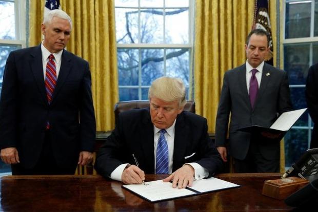 Трамп уволил директора ФБР за неэффективное руководство