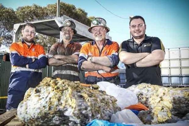 В Австралії шахтар знайшов найбільший в світі самородок золота