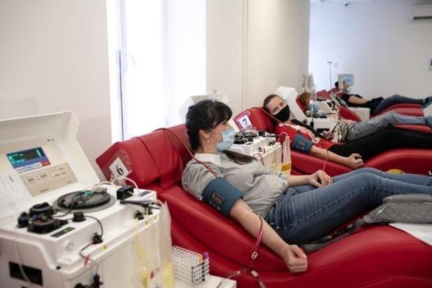 В Украине первый человек согласился поделиться плазмой крови с антителами COVID-19